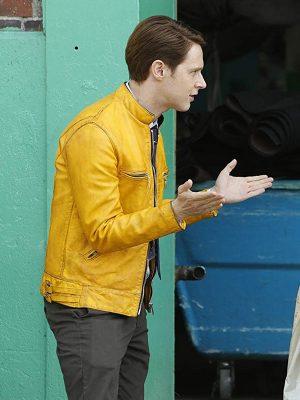 Dirk Gently Holistic Detective Yellow Jacket-5286